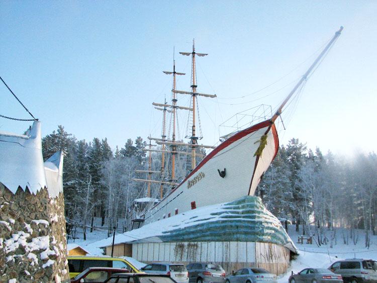 Корабль-гостиница ЛЮБОВЬ - каюты на верхней палубе