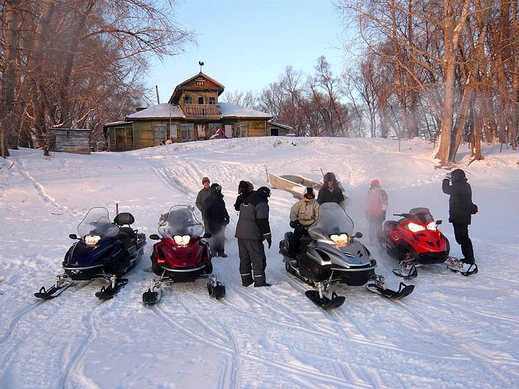 Снегоходы в Русском Доме
