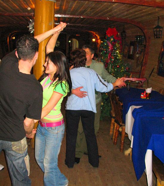 А потанцевать?..