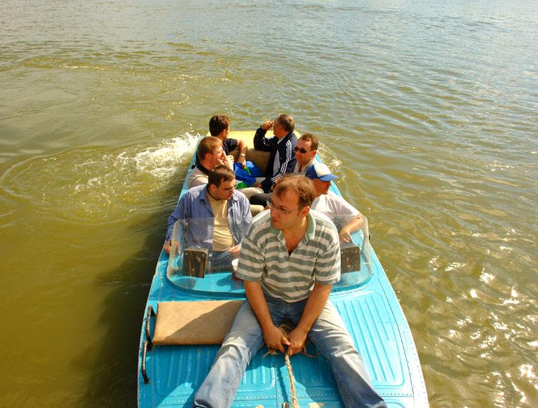 На катерах по весенней воде