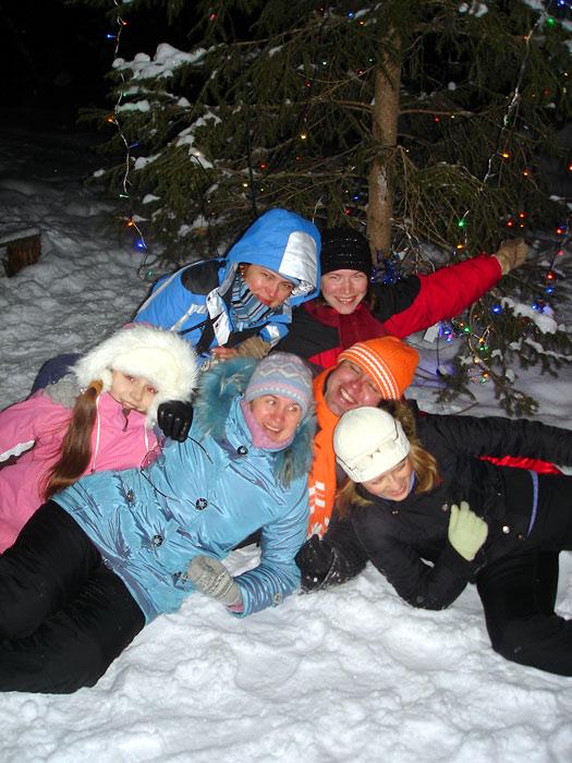 Под новогодней Елочкой в лесу