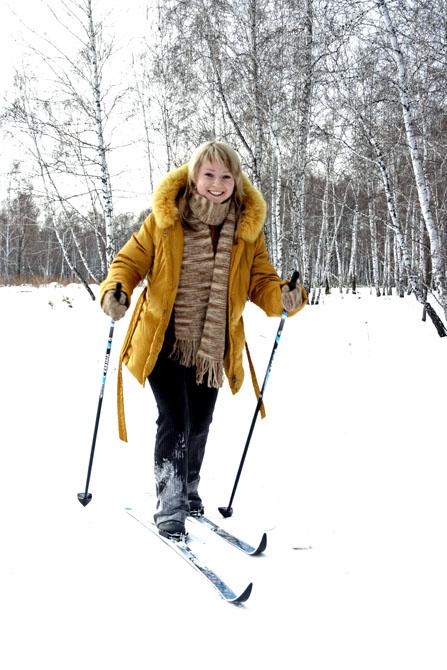 Прогулка на лыжах всегда дарит бодрое настроение!